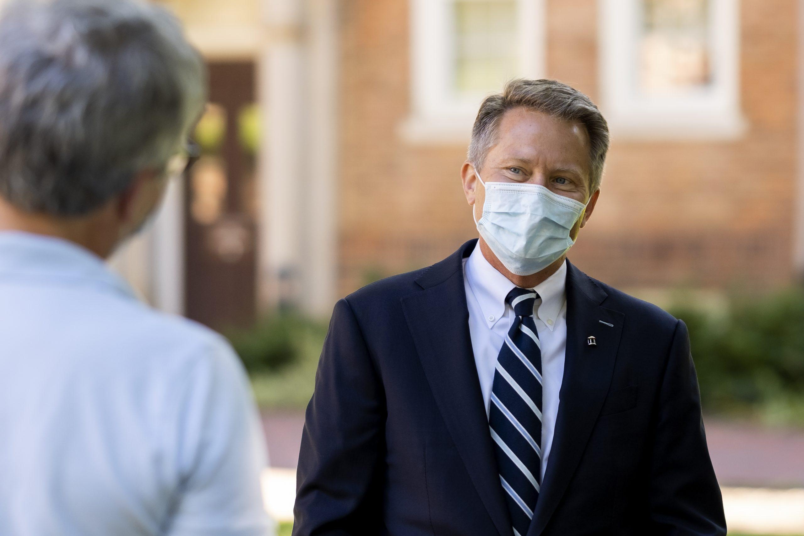 Chancellor Guskiewicz wearing a face mask.